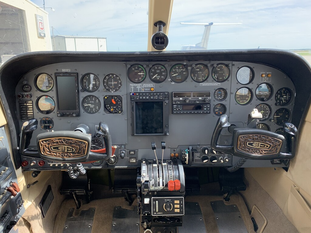 THE AUTOPILOT HAS POWER BUT NOT RELIABLE WE FEEL INSTEAD OF WASTING MONEY ON THIS OLD AUTOPILOT LET SOMEONE PUT WANT THEY WANT IN